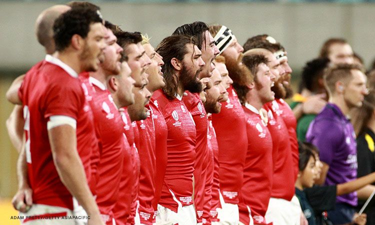 Canada rugby players help typhoon clean-up after game canceled in Japan.
