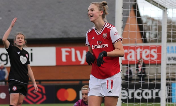 Arsenal's Vivianne Miedema named FWA women's footballer of the year.